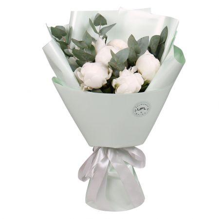 Bouquet 7 white peonies