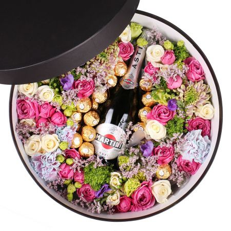 Bouquet Box with flowers and champagne