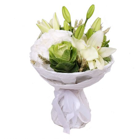 Mix in White Colors, white bouquet, seasonal flowers, white seasonal flowers