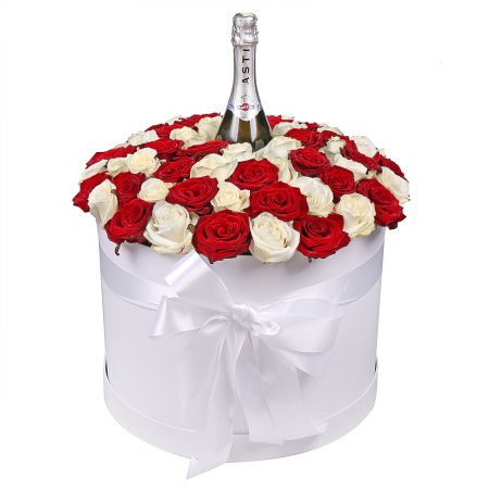 Bouquet Roses in hat box with a champagne